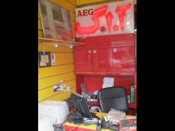 شعبه 1 :نمایندگی AEG مرکزی البرز (نمایندگی جباری )، شعبه 2: شرکت بازرگانی بن وان ، شعبه 3: نمایندگی AEG مرکزی البرز