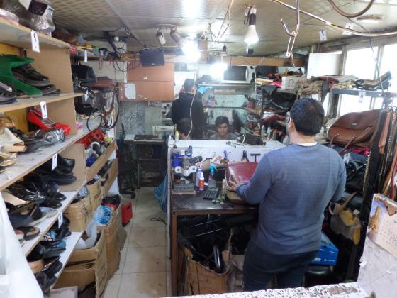 کفاشی فوق تخصصی تعمیراد - کفاشی پاسداران - کفاشی تهران - تعمیر کفش پاسداران - تعمیر کفش تهران - تعمیر کیف پاسداران - تعمیر چمدان پاسداران