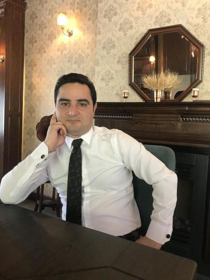 محمود شفيع زاده ( مدير هلدينگ حقوقي ، مهاجرتي شفيع زاده )