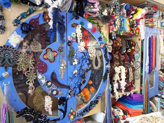 خرازی مانی - دکمه - کاموا - لوازم خیاطی در بلوار امامت مشهد / زر - غزل - لوازم الخیاطة فی شارع الإمامة  مشهد