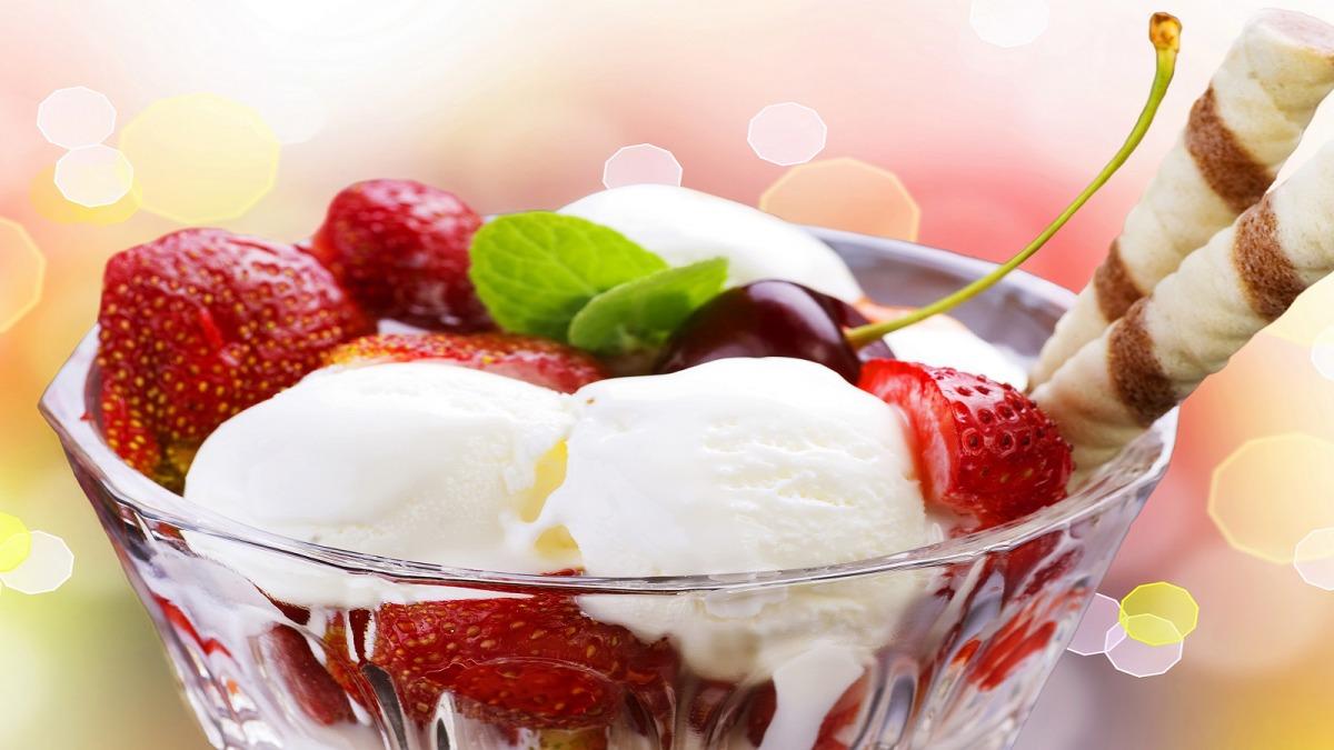 آبمیوه و بستنی