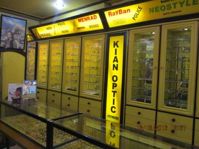فروشگاه کیان اپتیک - عینک طبی - آفتابی - خیابان کمیل