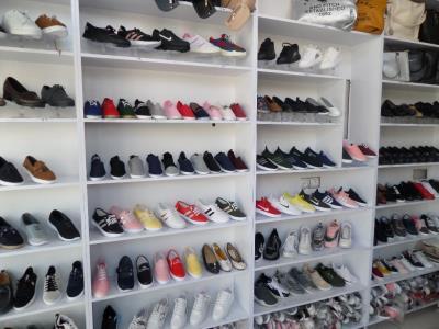 فروشگاه کیف و کفش زنانه شیکان