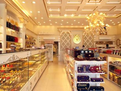 GOLDEN SWEETS(شیرینی طلایی)  - شیرینی تر و خشک - کیک تولد - بلوار وکیل اباد مشهد / حلویات رطبة وجافة - کعکة عید میلاد - شارع وکیل آباد ، مشهد