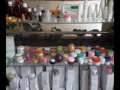 ظروف دارویی فاضل  در خیابان چمران مشهد / حاویات فاضل فی شارع جمران فی مشهد