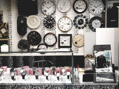 ساعت نوین