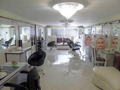آموزشگاه و سالن آرایش زن روز